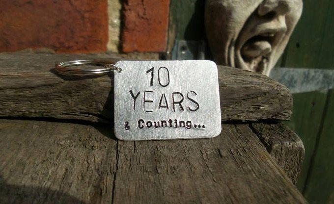Year wedding anniversary tin aluminium tenth keyring keychain