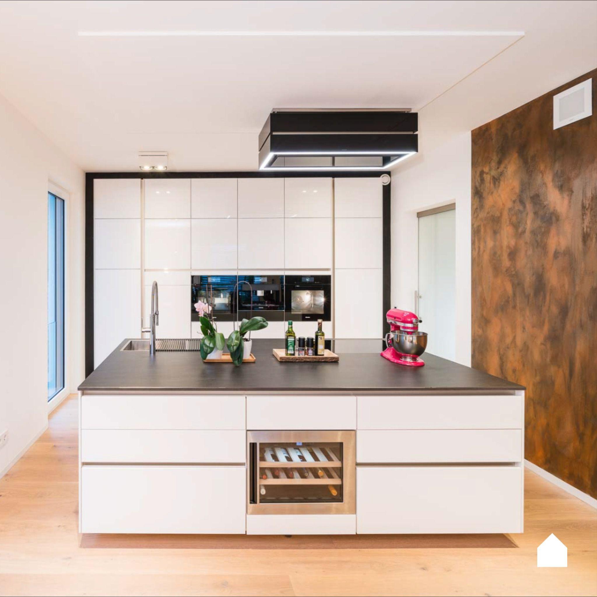 Moderne Küche in weiß in 19  Moderne küche, Küche mit kochinsel