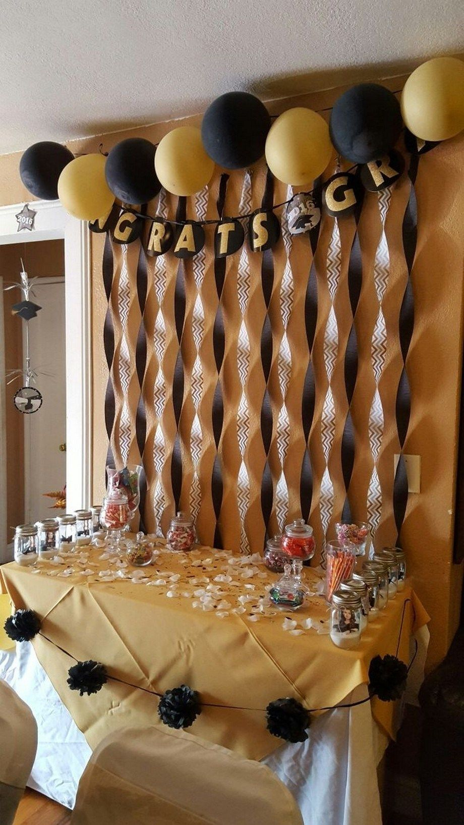 44 Awesome Graduation Party Decoration Ideas Graduationpartydecoratio Graduation Party High College Graduation Party Decorations Graduation Party Centerpieces