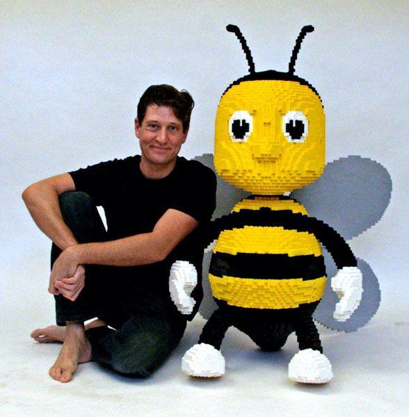 LEGO - Nathan Sawaya - Bumble Bee