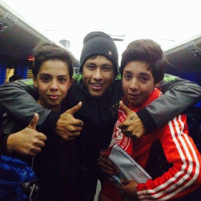 Neymar Jr,, com Fãs.