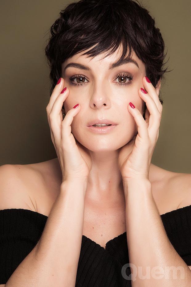 Regiane Alves celebra novo papel: