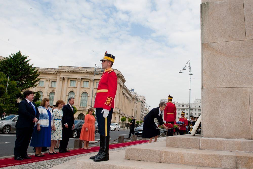 Statuia Regelui Carol I din Piața Palatului Regal, ceremonie de 10 mai 2016, foto Daniel Angelescu, ©Casa Majestatii Sale Regelui