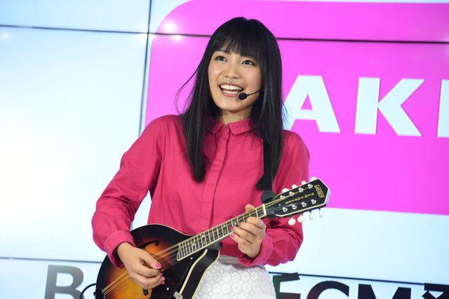 新曲 Princess を披露するmiwa ナタリー 披露 マンドリン