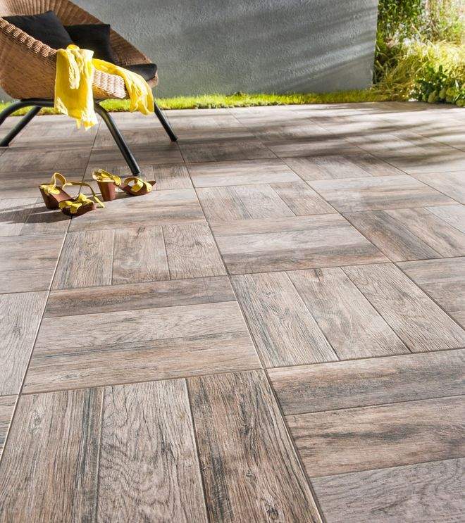 Carrelage terrasse  une texture bois bluffante Extérieur Pinterest - photo terrasse carrelage gris