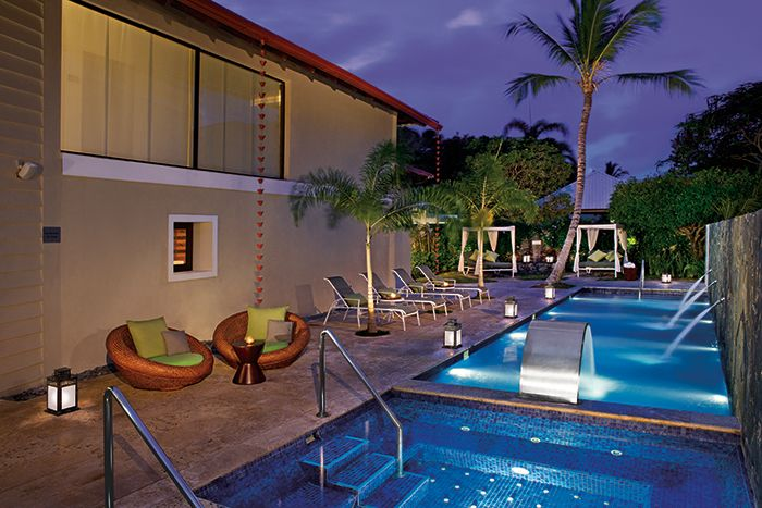 The hydrotherapy area outside of the Dreams Spa at Dreams Palm Beach offers a refreshing pool with hydrotherapy jets, a plunge pool and a Jacuzzi for guests to rejuvenate.