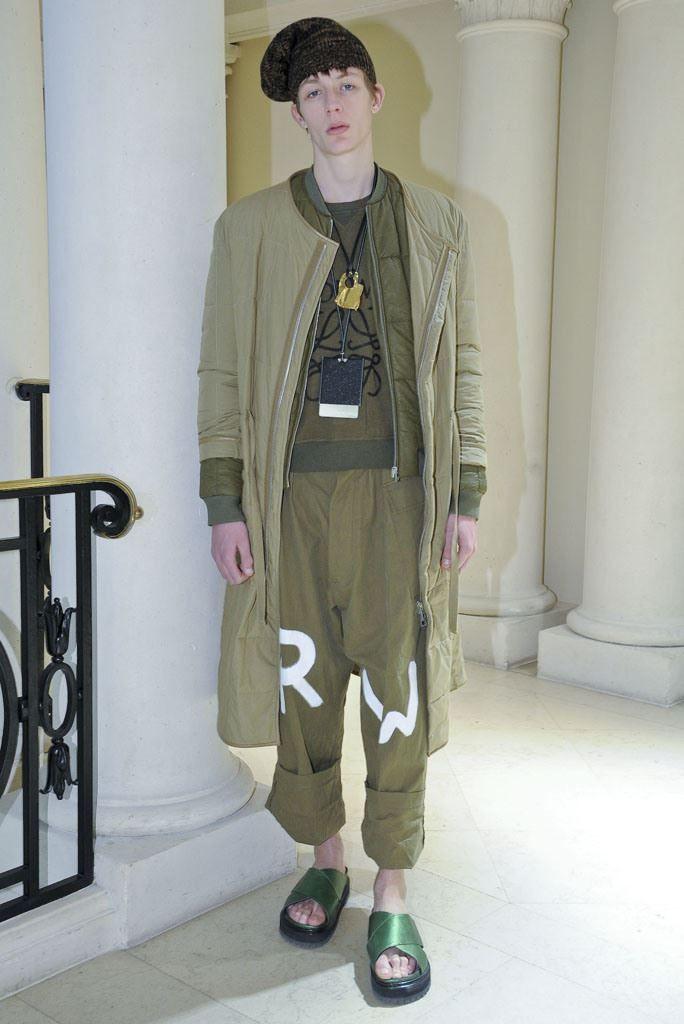 Male Fashion Trends: LOEWE Fall/Winter 2016/17 - Paris Fashion Week