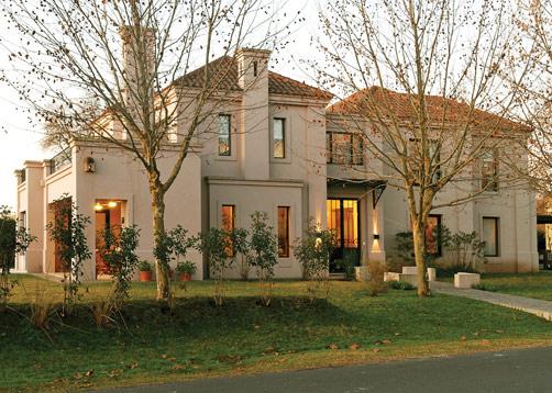 Casas de estilo neoclasico casas modernas pinterest for Casa clasica moderna interiores