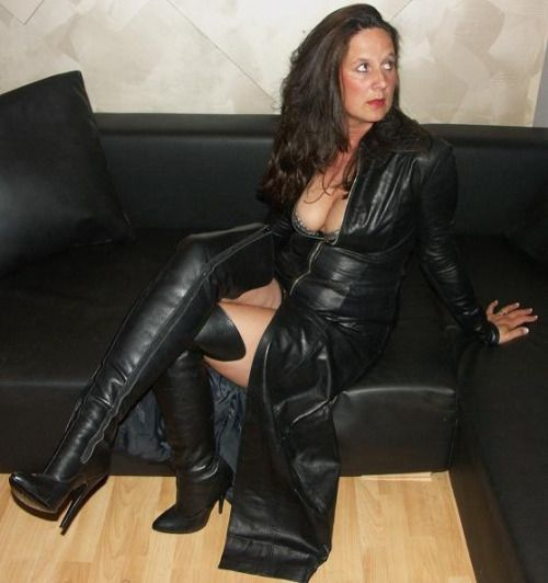 Sexy Mature Women In Boots