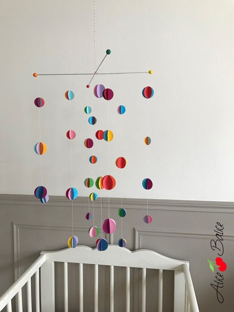 tutoriel un mobile de papier plein de couleur diy pinterest geschenke f r baby. Black Bedroom Furniture Sets. Home Design Ideas
