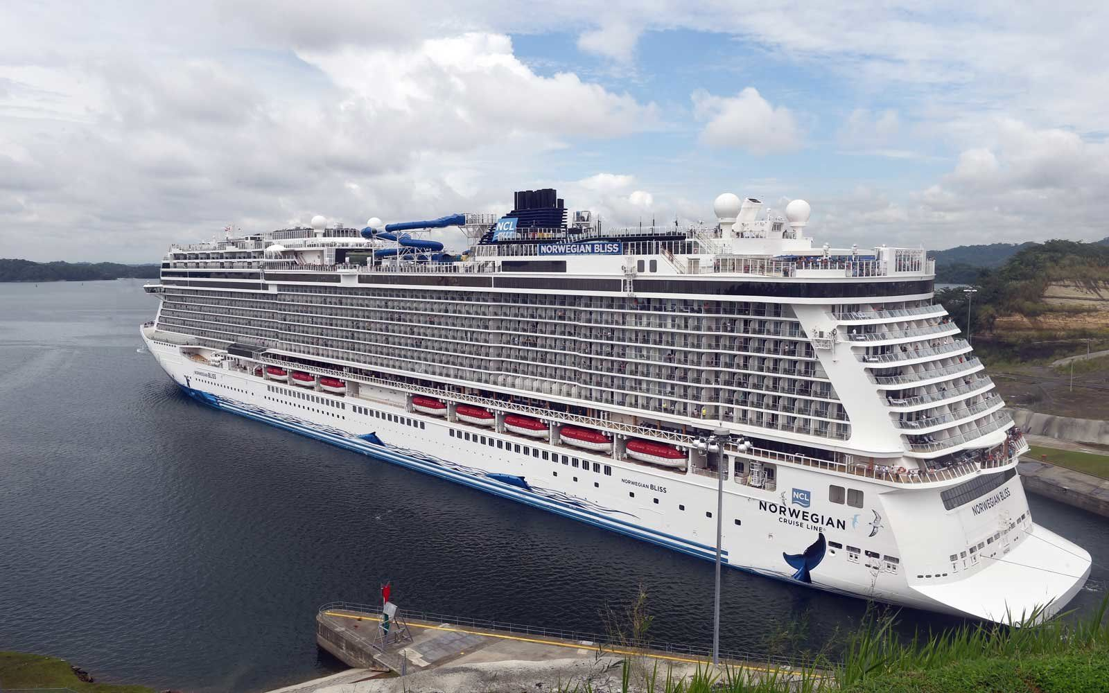 This Massive Cruise Ship Just Became The Biggest Ever To Cross The Panama Canal Panama Canal Cruise Ship Panama Canal Cruise