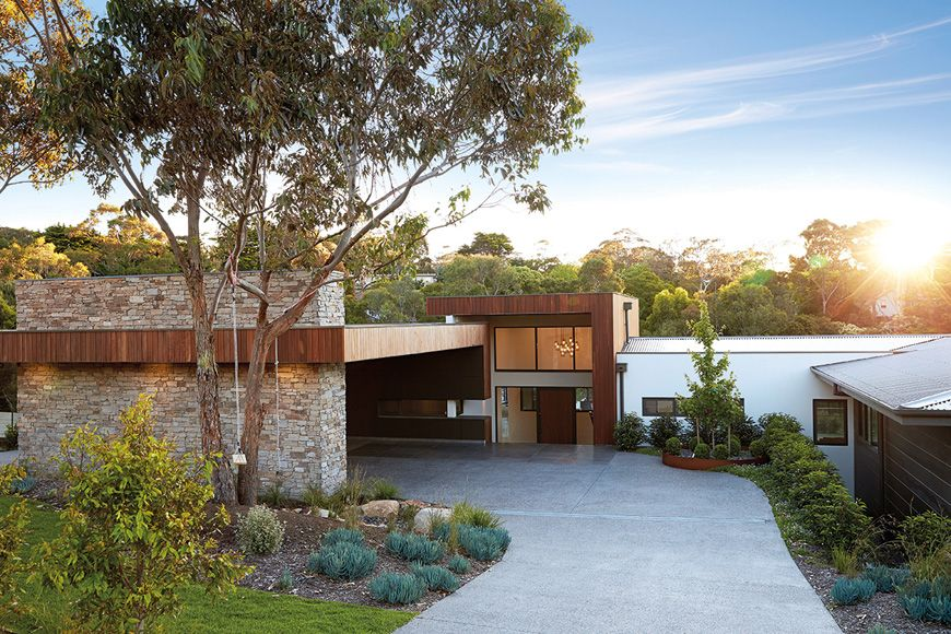 Building split level homes on a sloping block melbourne for Home designs for sloping blocks