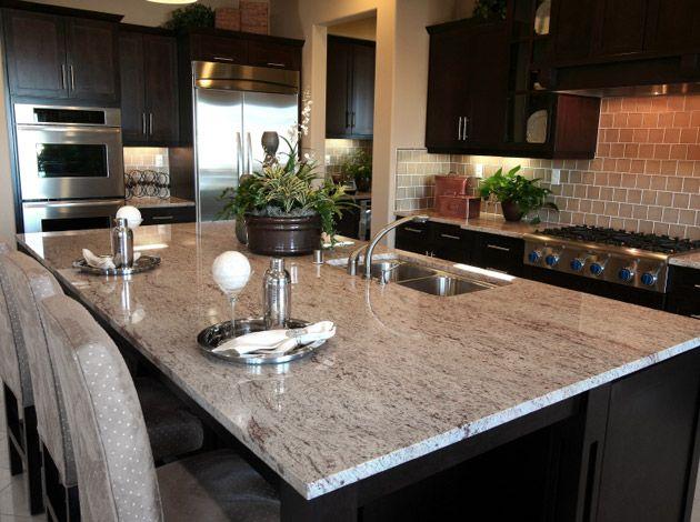 Kücheninsel mit Arbeitsplatte aus Shivakashi Naturstein Küche - naturstein arbeitsplatte küche