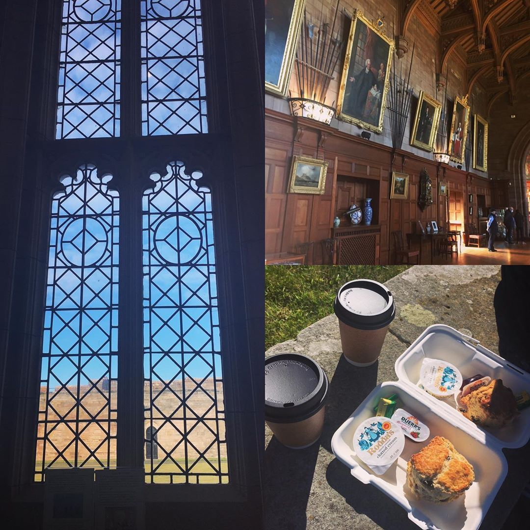 My weekend away went by so fast I didn't even have time to post many photos 🙈This is our visit to Bamburgh Castle 🏰🧁 . . . #bamburgh #bamburghcastle #holiday #summer #creamtea #weekendgetaway #windows #view #castle #stateroom #kingshall