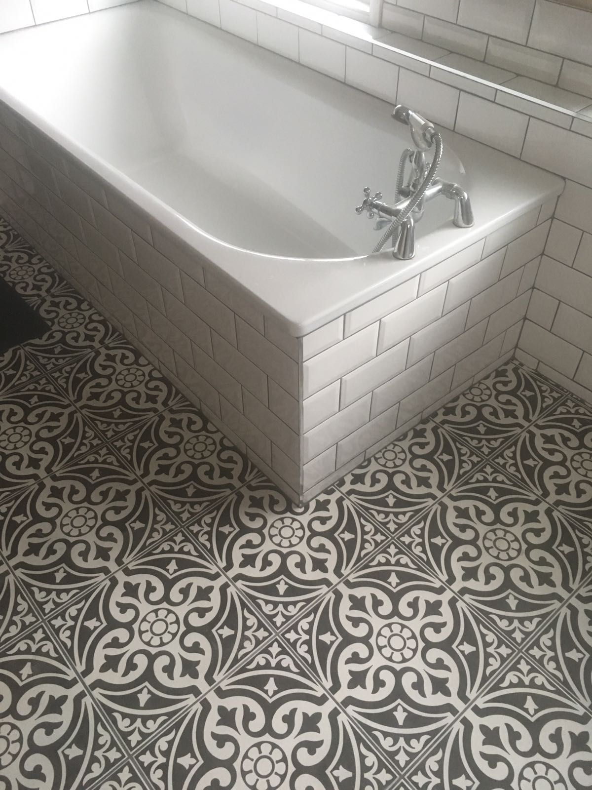 Traditional Black And White Bathroom Tiles White Brick Tiles Repeat Pattern Floor Tiles Grey Grout Bathroom Flooring Bathroom Shower Walls Grey Grout