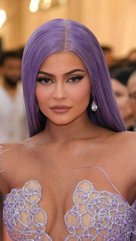 Kylie Jenner Mom Kris Isn T The Only Jenner Showing Off A New Hue On The Carpet Stormi S Mom Opts For Pin Straight Lavender Locks Ky