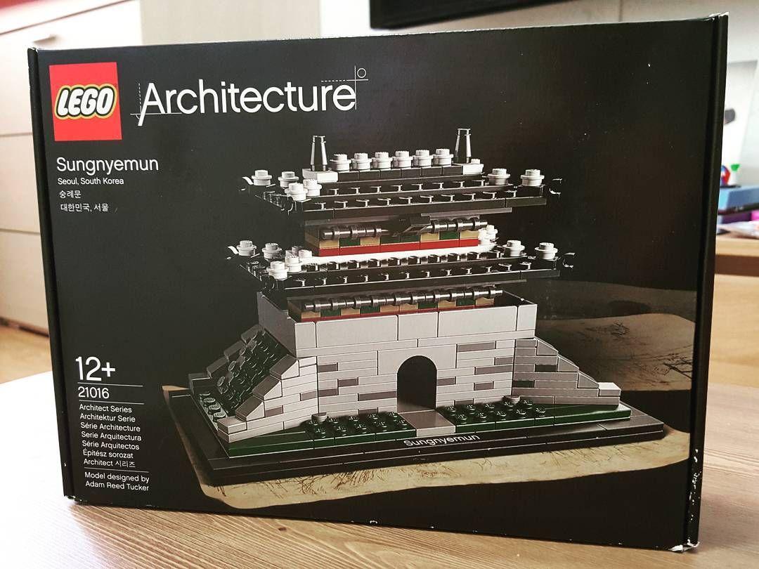 택배왔다!! 끝. 오늘 마지막 택배. 아키텍쳐는 숭례문만 있으면 끝이지.  #lego #21016 #legostagram #legoarchitecture #architecture #kidult #sungnyemun #레고 #아키텍쳐 #숭례문 #국보1호 #키덜트 by fixedfixed