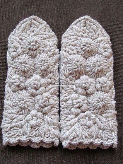 Купить или заказать Варежки с ручной вышивкой Сударушка в ...