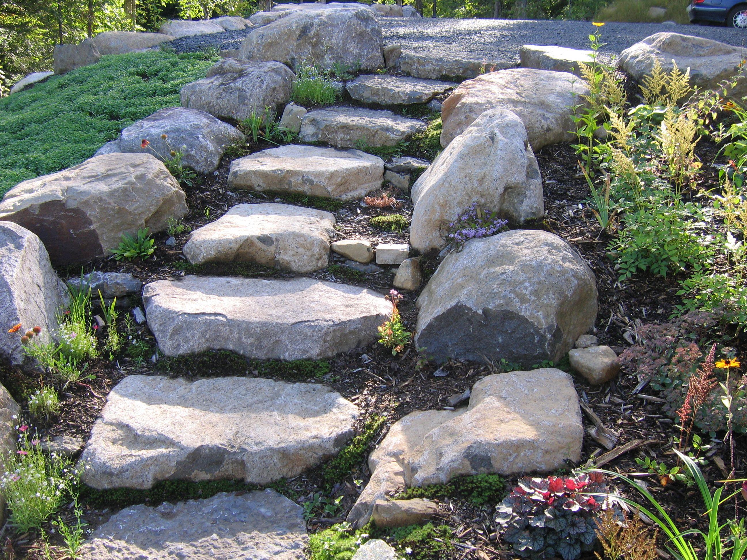 comment garder un extrieur naturel et authentique des marches en pierres peuvent trs bien donner - Marche En Pierre Exterieur