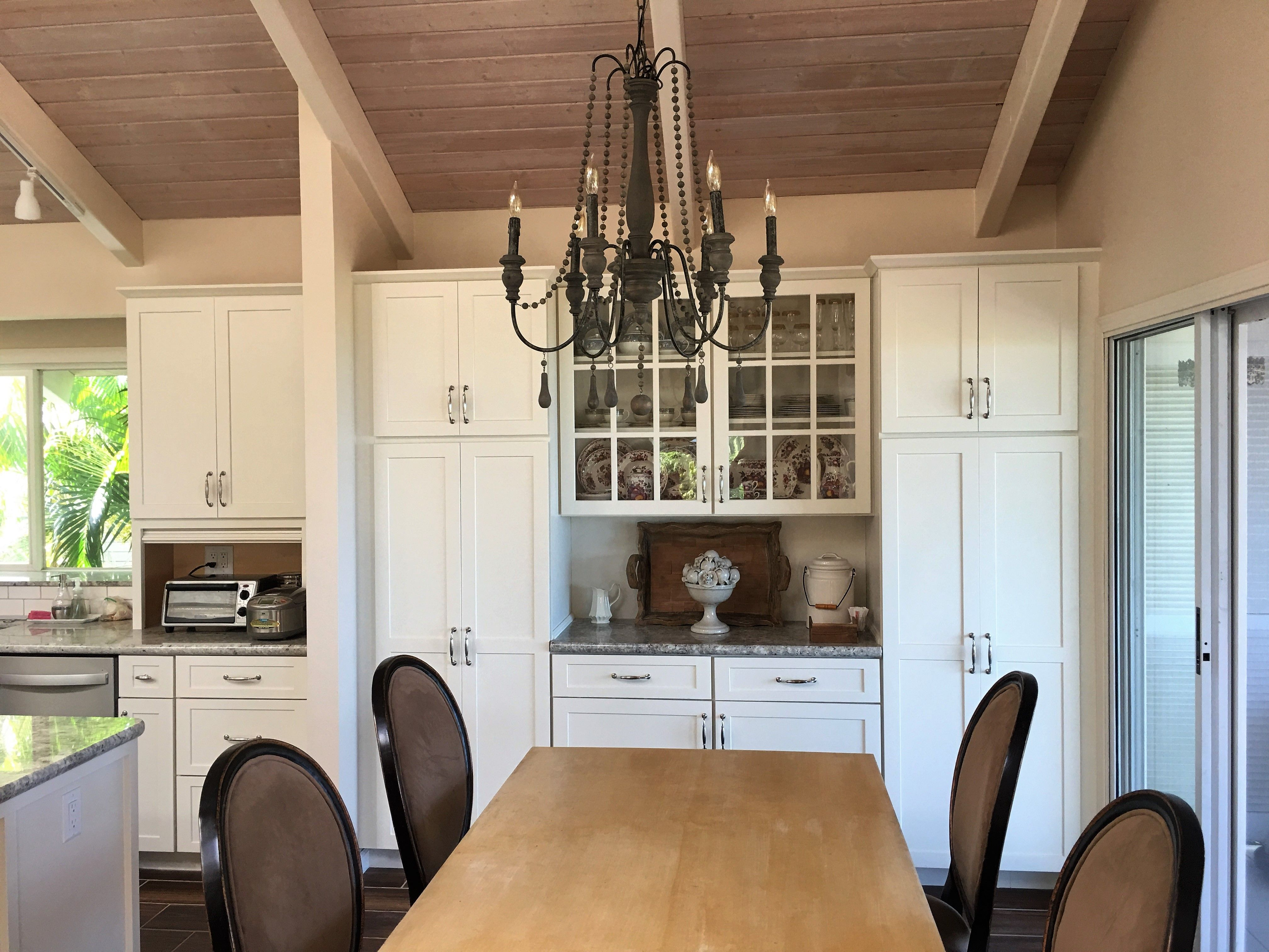 Best White Shaker Cabinets Are Paired With Stunning Wood 640 x 480