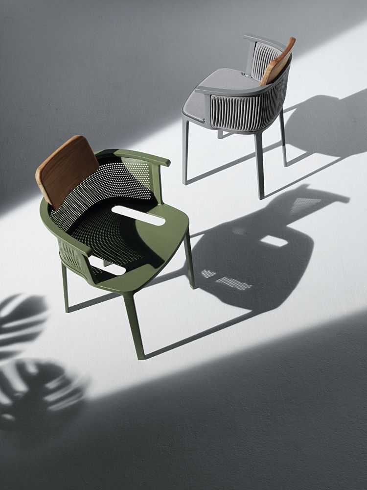 Nicolette chairs designed by Patrick Norguet for Ethimo. #Ethimo #Outdoor #OutdoorDesign #OutdoorFurniture #OutdoorLiving #Luxury #ArredamentoOutdoor #Garden #GardenDesign #GardenFurniture #Giardino #ArredamentoGiardino #ArrediGiardino #LoveDesign #Archilovers #Relax #Chairs #DesignChairs #OutdoorChairs #Sedie #SedieDesign #SedieOutdoor