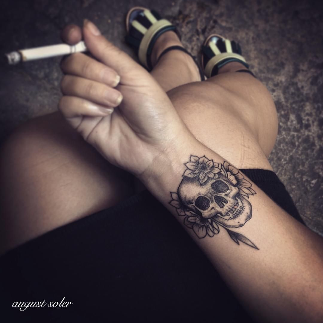 Ink Inked Tattoo Tattoos Tatouage Tatouages Blackwork Sea Coquillage Blackwork Blacktattoo Bla Skull Hand Tattoo Wrist Tattoo Cover Up Wrist Tattoos For Women