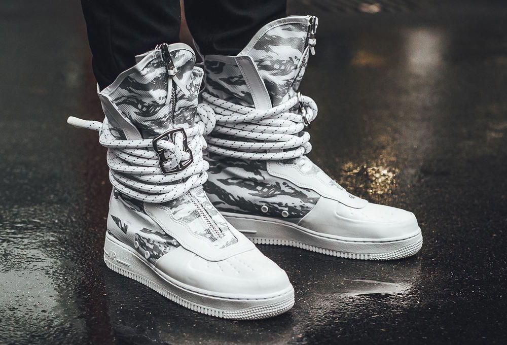 NIKE SF AIR FORCE 1 HI IBEX WHITE WINTER EDITION SNEAKERS