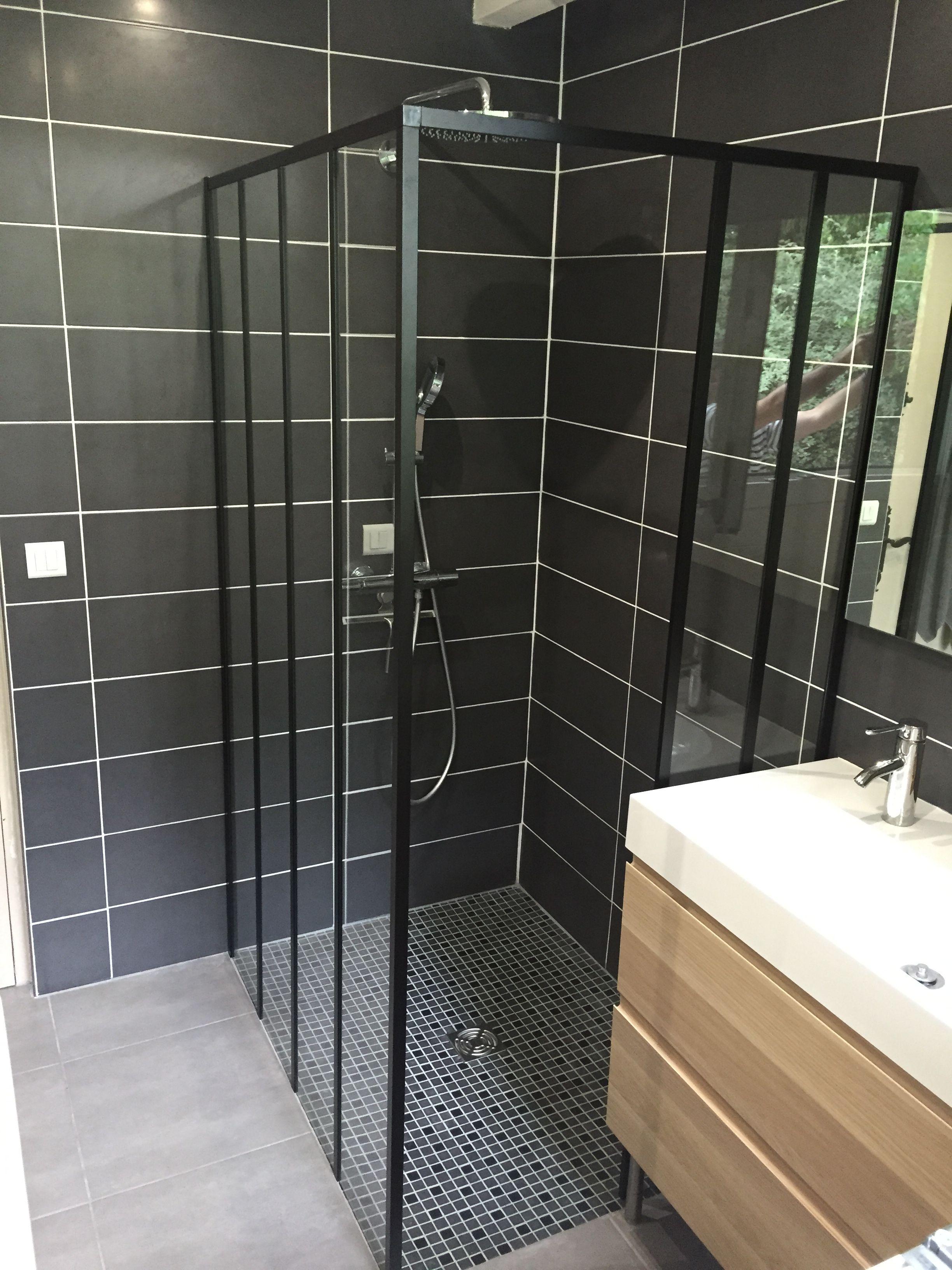 douche a l italienne avec installation d une paroi de douche style industriel zenne de chez castorama et faience anthracite blanche et grise
