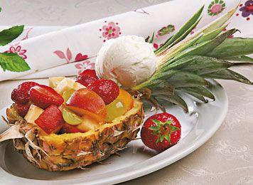 Dessert: Marineret frugtsalat - - Ude og Hjemme