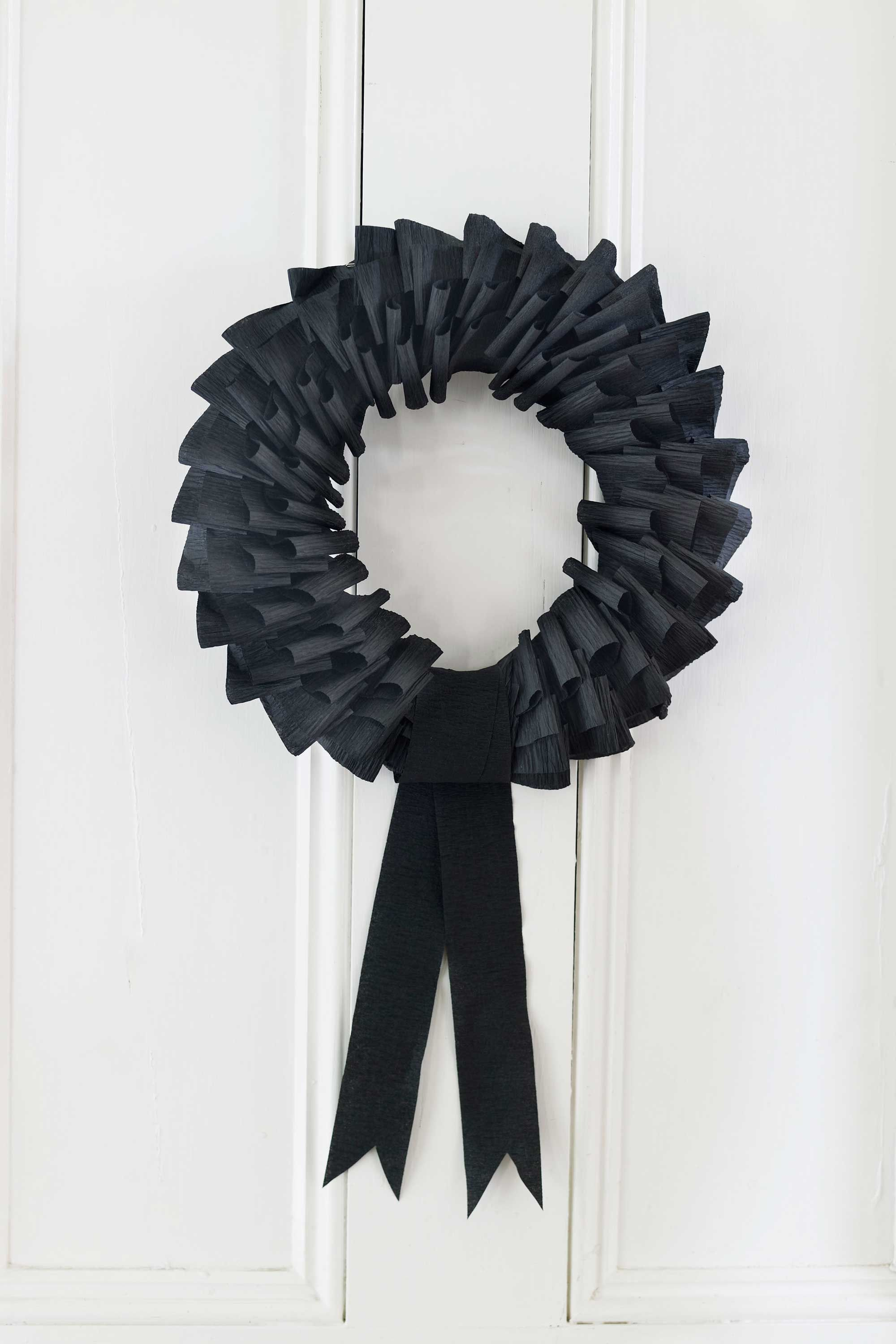 Halloween decorations to make out of paper - 35 Hauntingly Creative Diy Halloween Wreaths
