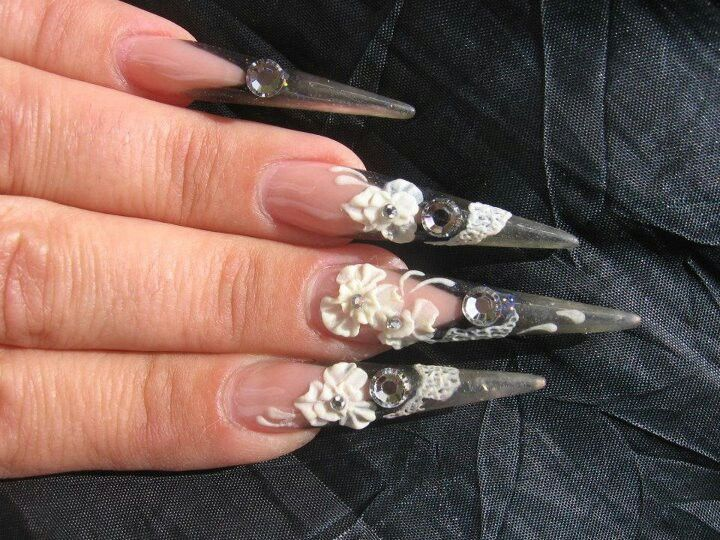 Beautiful 3d stiletto nails<--- what happens if you have an itch and ...