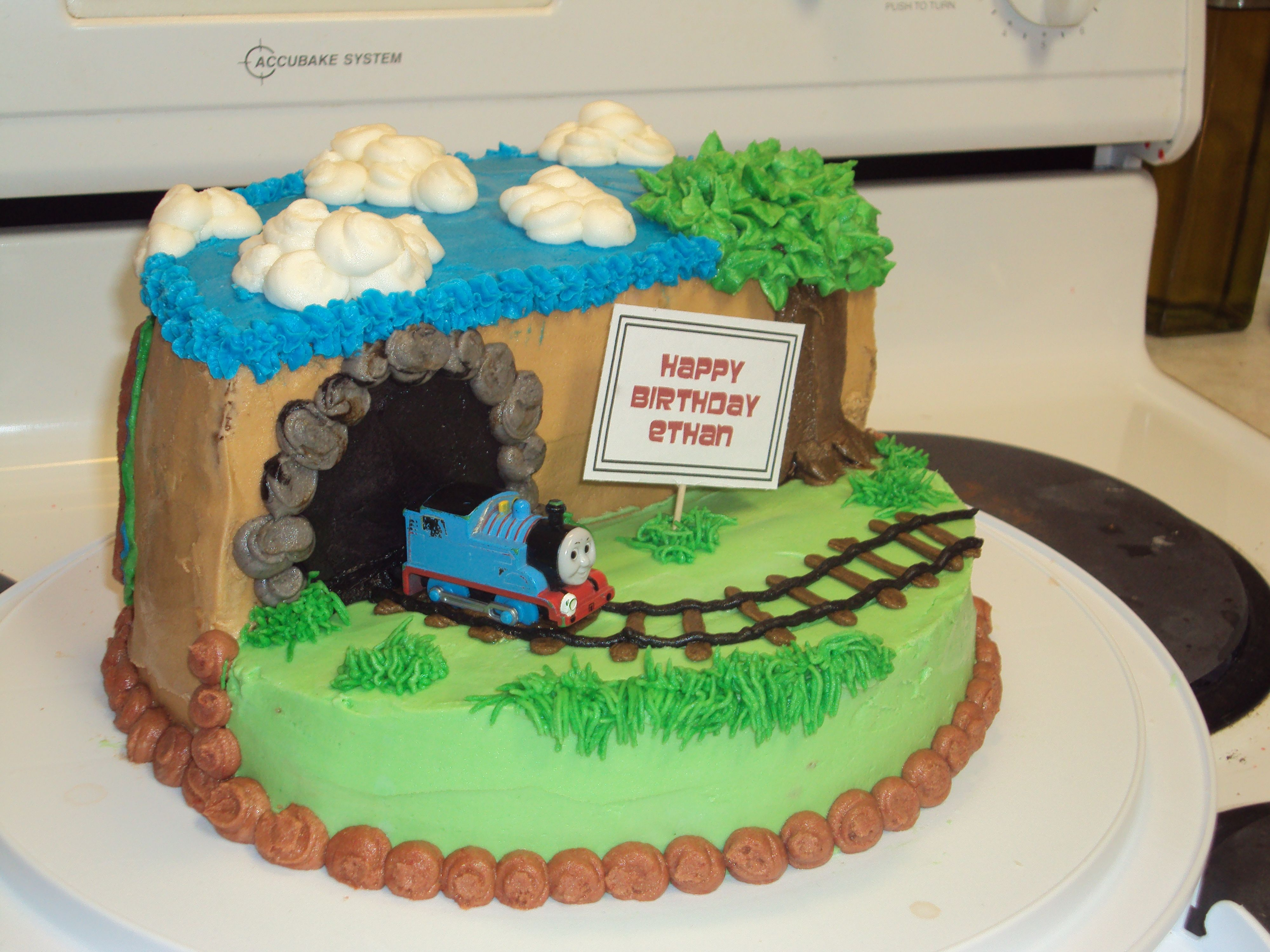 Thomas The Train Birthday Cake Pretty Easy To Make With 2 8in Rounds