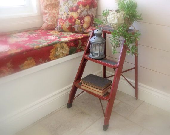 Superbe Vintage Step Ladder / Folding Metal Step Stool / 1970s Metal Industrial  Decor / Side Table / Repurposed Vintage
