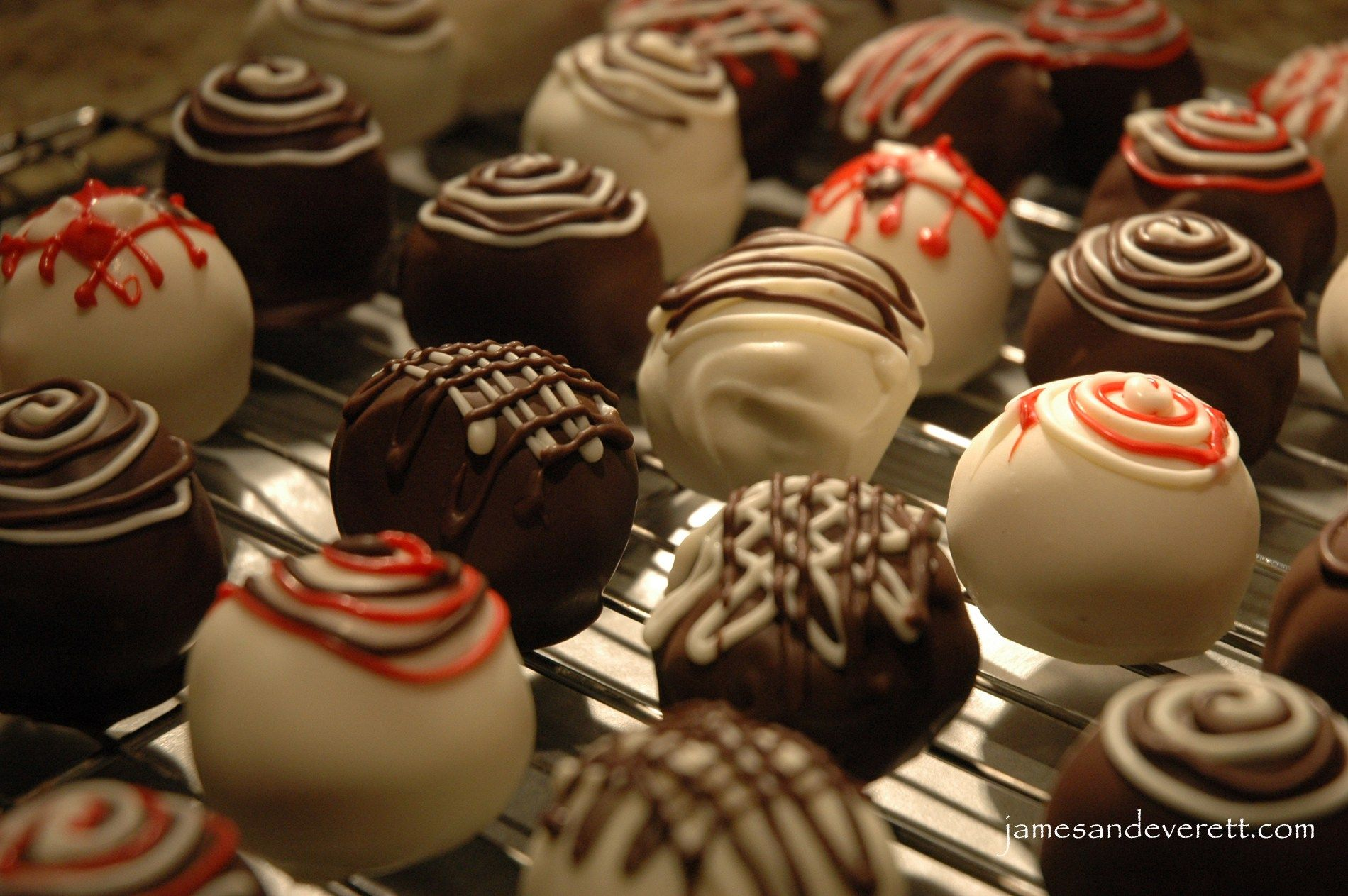 How To Decorate Cake Balls Cake Pop Truffles Are A Perfect Way To Show Your Valentine Some