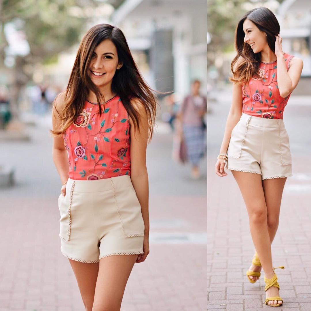 El Verano está para el color ❤✨!!  .  Look completo de Sirana y más detalles en www.lecoquelicotblog.com 😘
