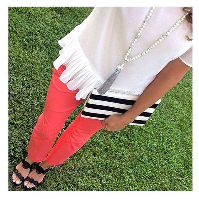 Outfit of the day: Top // Girls on film, chinos // JCrew, sandals // Jack Rogers, clutch // EmmaLynDesigns (Etsy), necklace // KayandStar (Etsy). www.shawave.com // www.shopstyle.it/dwEEQ