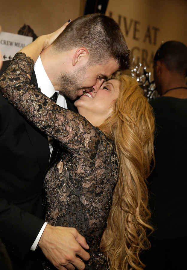 Shakira and Gerard Piqué couldn't really give a shit that anyone else is in the room tbh.
