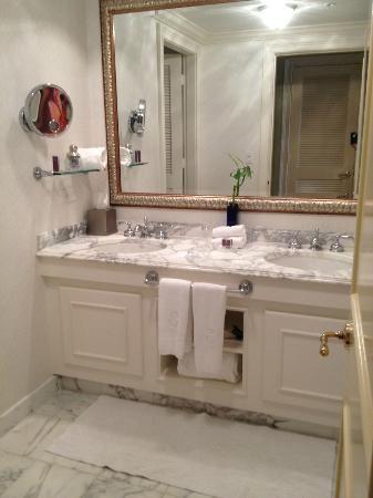 ritz carlton bathroom | The Ritz-Carlton, Sarasota Photo ...
