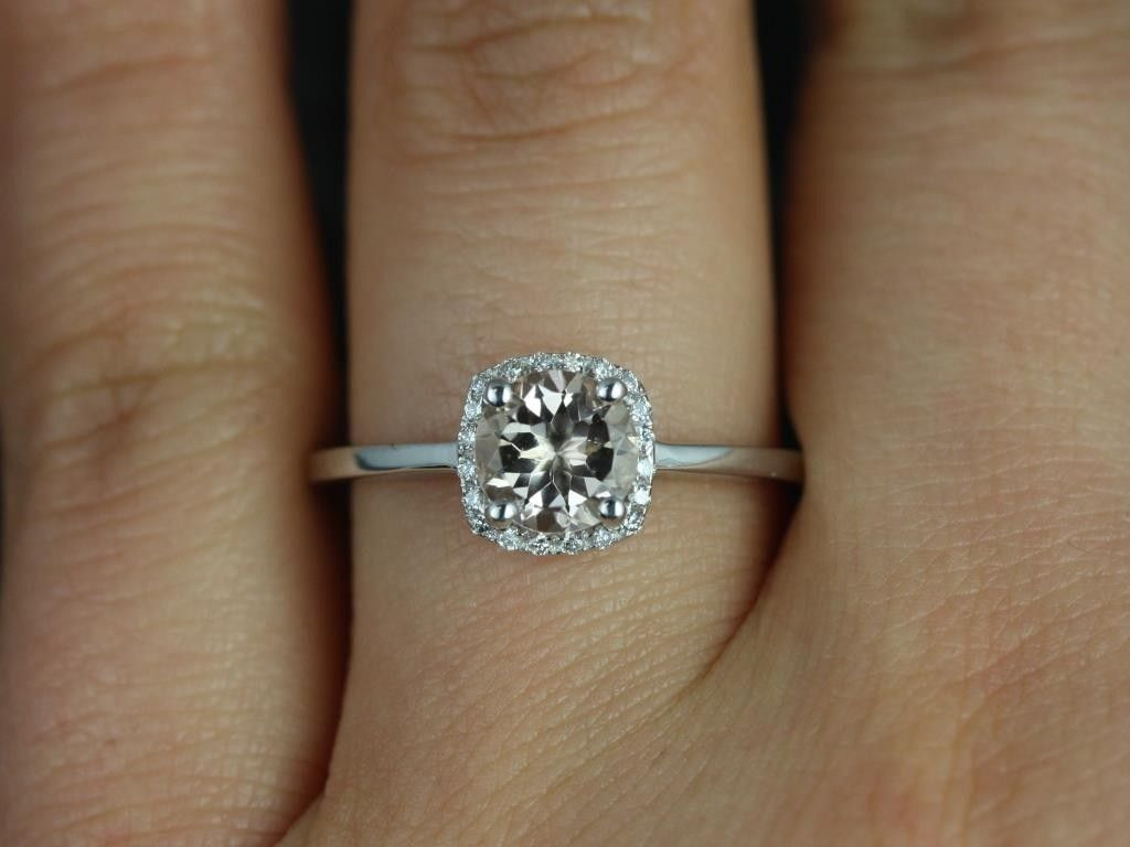 Love the size and the thin halo!! 1 carat cushion cut engagement rings -  Google Search 0132c46d9a