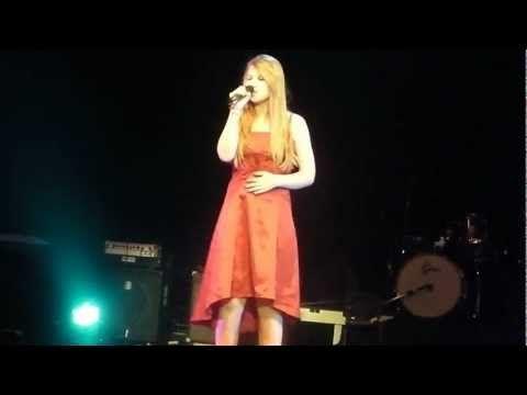 MARIE GOUDIER reprend LA SOLITUDINE de Laura PAUSINI 23 Mars 2013 LIEGE - YouTube