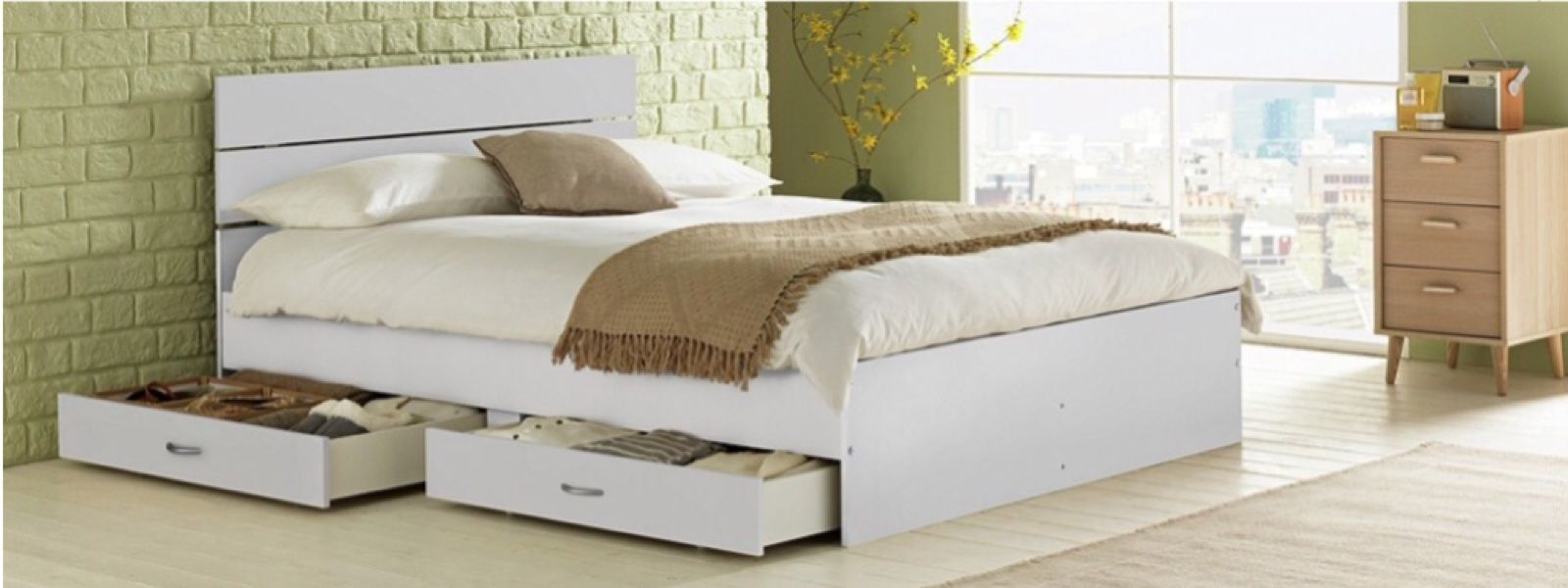 Bed with 4 drawers