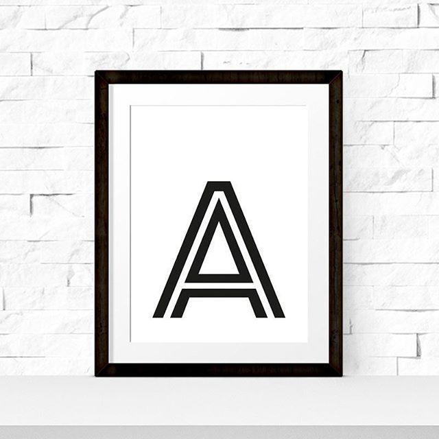 """Personalisierbares Poster """"Wunschbuchstabe""""  In A4 und A3 erhältlich! Einfach auf der Produktseite den gewünschten Buchstaben eintragen und dein individuelles Poster kommt zu dir nach Hause!  Ich wünsche euch noch einen schönen Abend!  #personalisiert #poster #individuell #bedruckt  SHOP▶www.miomodo.de"""