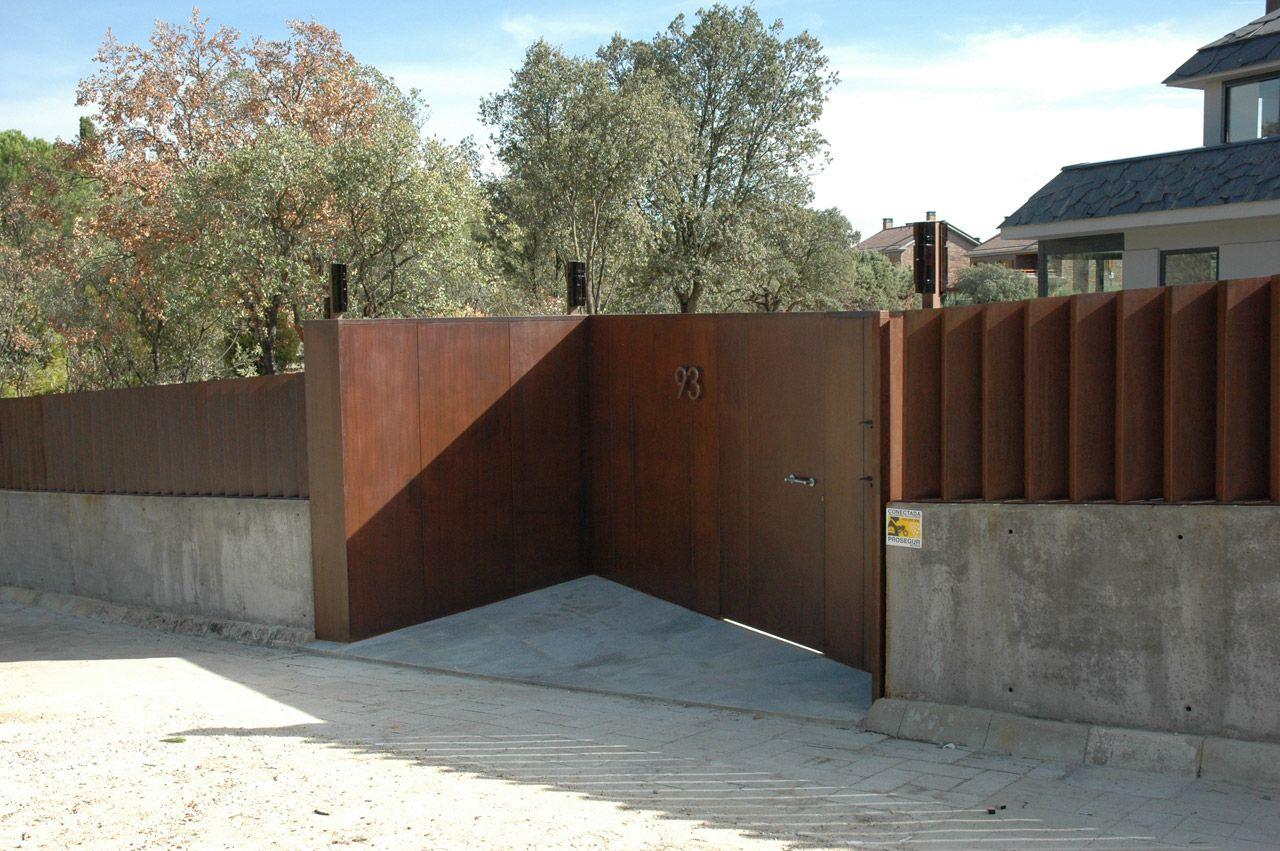 Valla y puerta de corten oxidada con act cor y tratada - Vallas para casas ...