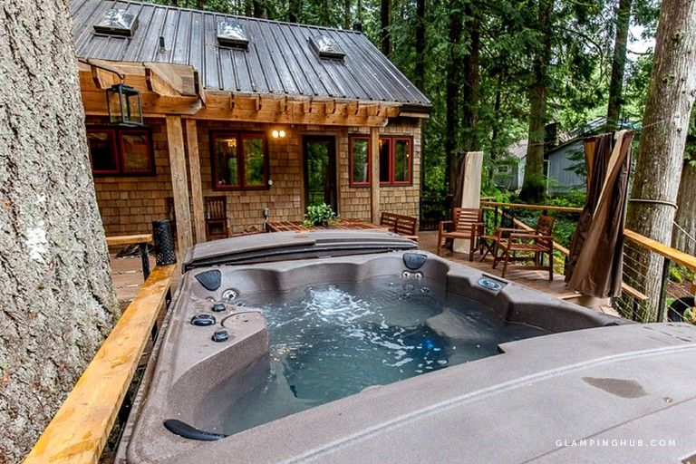 Fullyfurnished cabin rental with outdoor hot tub in mount