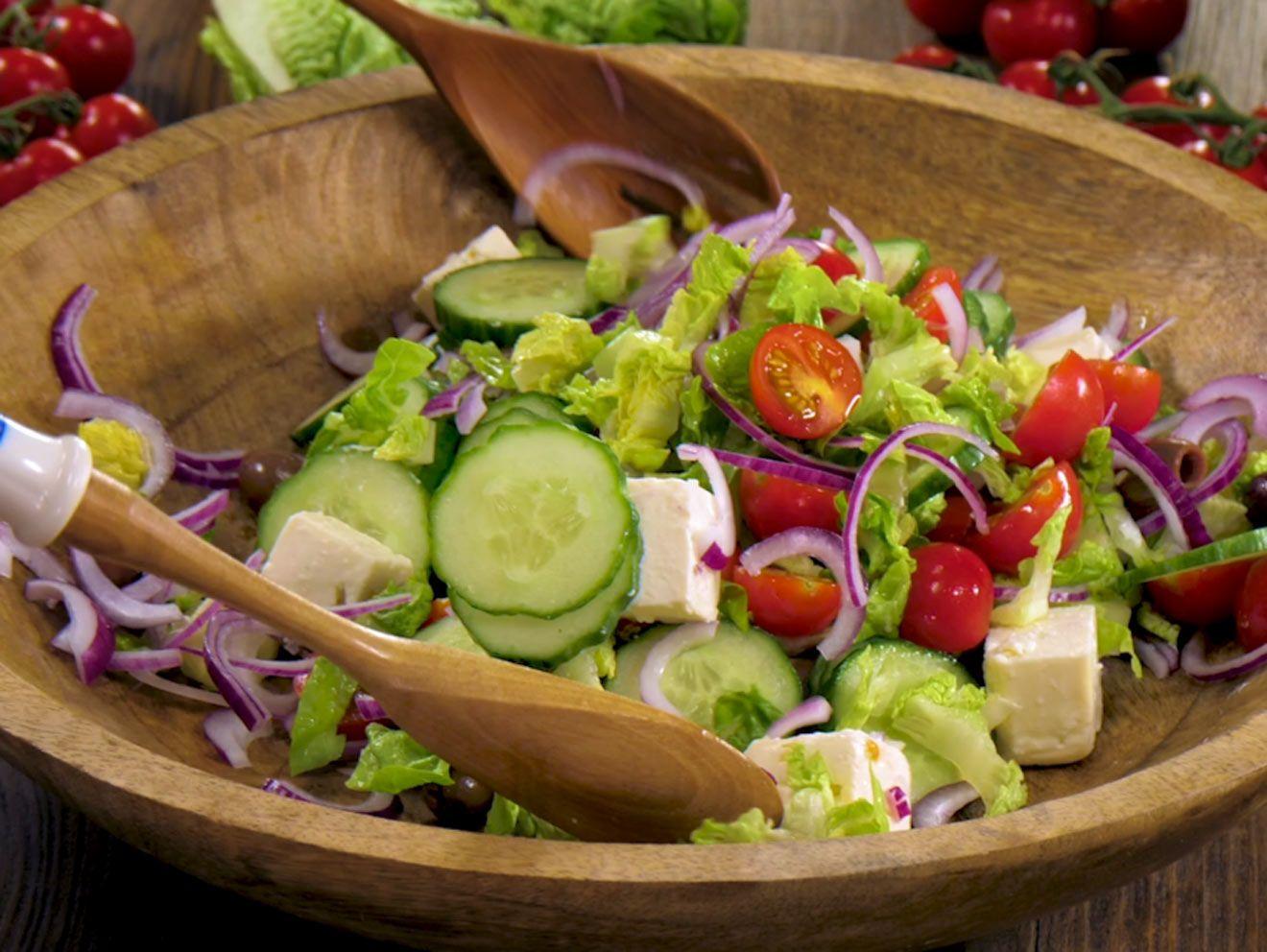 Photo of Griechischer Salat – so gelingt der Klassiker!| LECKER