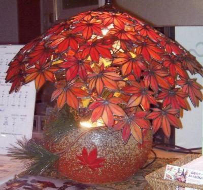 ステンドグラス 画像掲示板: 京都の紅葉をテーマにしたランプです。