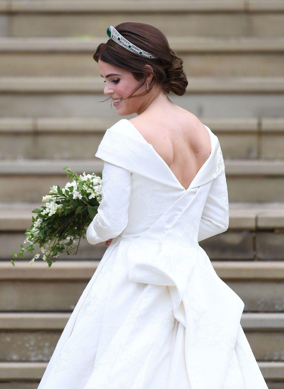 Princess Eugenie Wedding Dress Look Alike [ 1326 x 970 Pixel ]