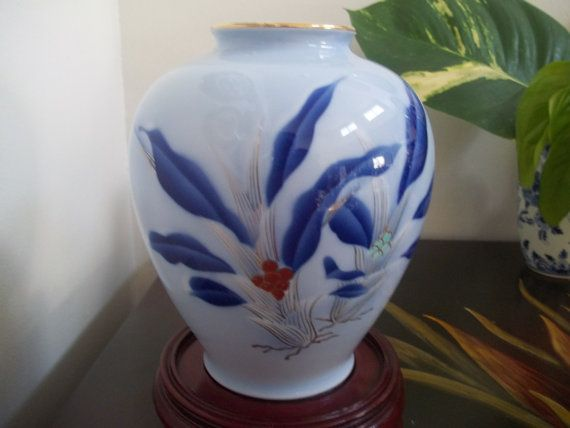 Fukagawa Vase Omoto Sacred Lily And Akae Red Berries Plant