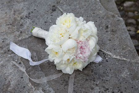 Bouquet candido per la sposa. Guarda altre immagini di bouquet sposa: http://www.matrimonio.it/collezioni/bouquet/3__cat