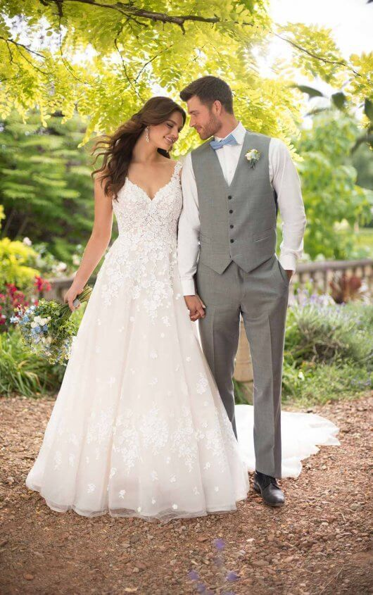 Romantisches Brautkleid in A-Linie mit 3-D-Blumendetails – #civilweddingdresses
